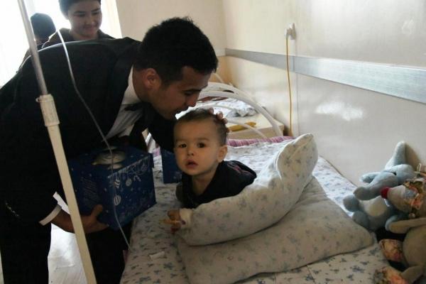 Поздравление детей, проходящих лечение в Республиканском онкологическом центре