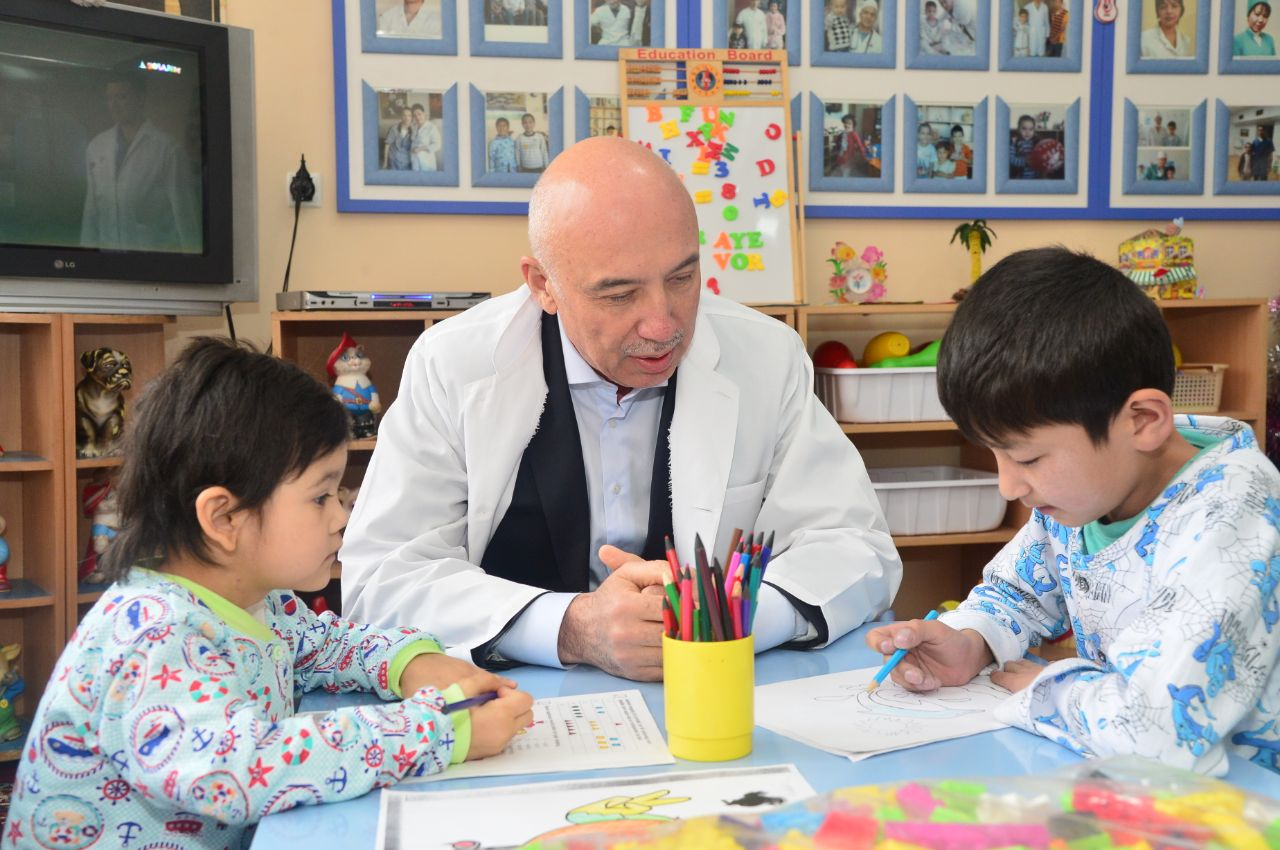 Министерство здравоохранения: Алишер Шадманов начал новый год с посещения больниц